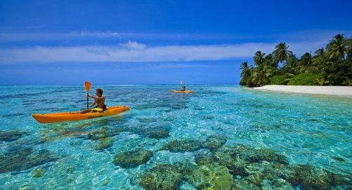 Maldives kayaking-turquoise-sea