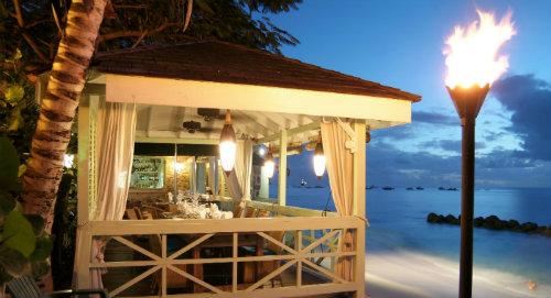 fish-pot-terrace-at-night
