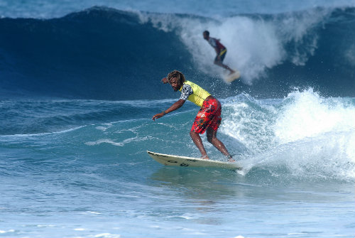 Surfing Barbados 500335