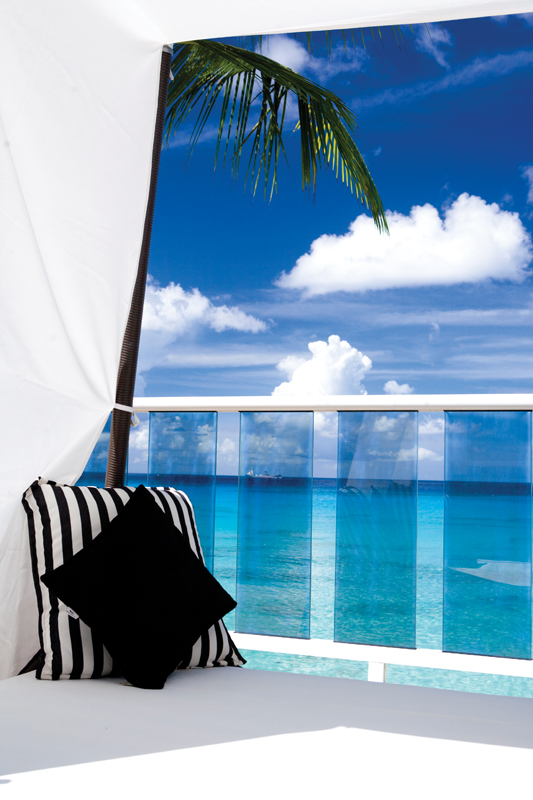 Day Bed at Waves Hotel and Spa