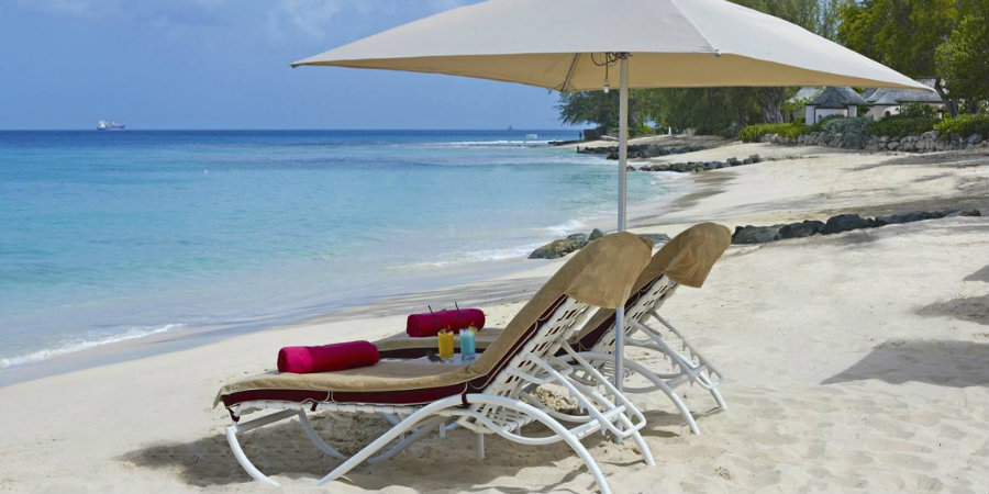 colony-club-sunloungers-900450