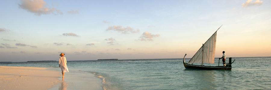 coco-palm-dhoni-kolhu-dhoni-sunset-04-900-300