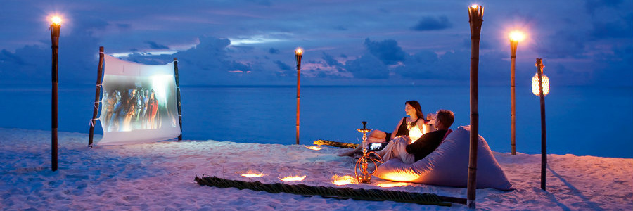 constance-moofushi-resort-beach-cinema-900-300
